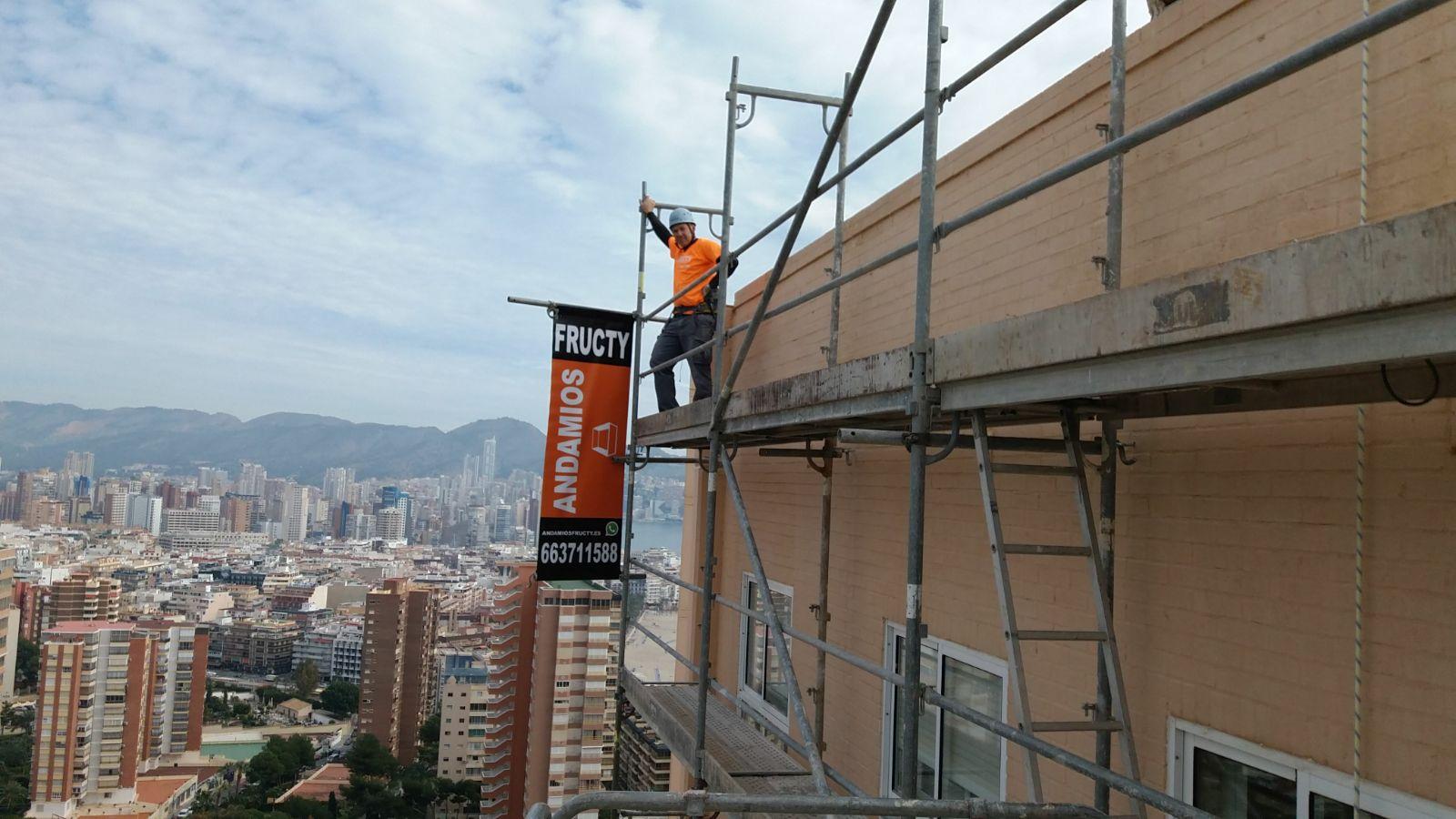 Andamio en Torre Benidorm 78m